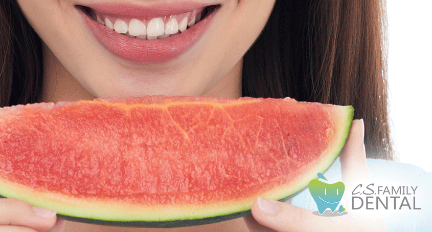 What You Should Eat to Keep Your Mouth as Healthy as Possible